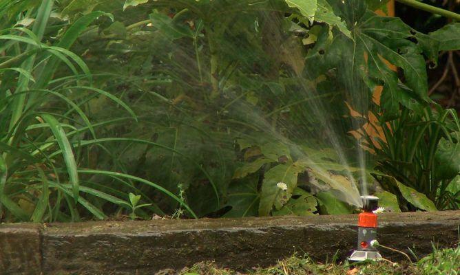 Instalar un riego autom tico de jard n bricoman a for Aspersores riego jardin