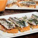 Tosta de salmorejo, jamón, berenjena y anchoa