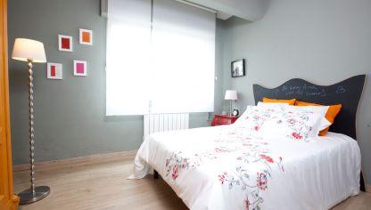 Dormitorio elegante con cabecero vanguardista decogarden - Dormitorio gris perla ...