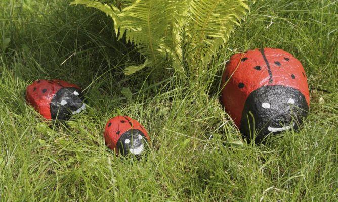 Piedras pintadas para jard n hogarmania for Accesorios de jardin