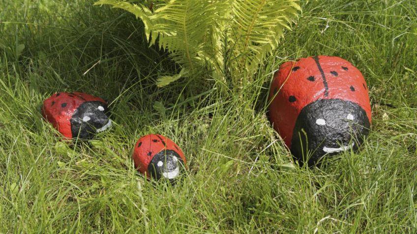 Piedras pintadas para jard n hogarmania for Piedras de rio para jardin