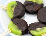 Piruletas de kiwi y chocolate