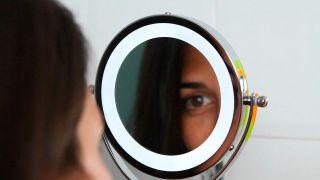 Espejo extensible con luz