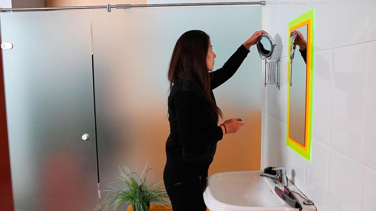 Cómo colocar un espejo extensible con luz en el baño ...
