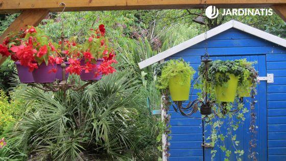 Reutilizar lámparas de araña para maceteros