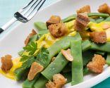 Judías verdes con pan frito y mahonesa de azafrán