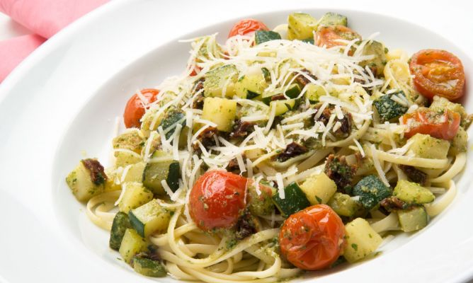 Receta de Tallarines con verduras y salsa pesto - Karlos Arguiñano