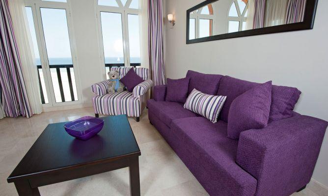 ideas para combinar un sof morado o lila