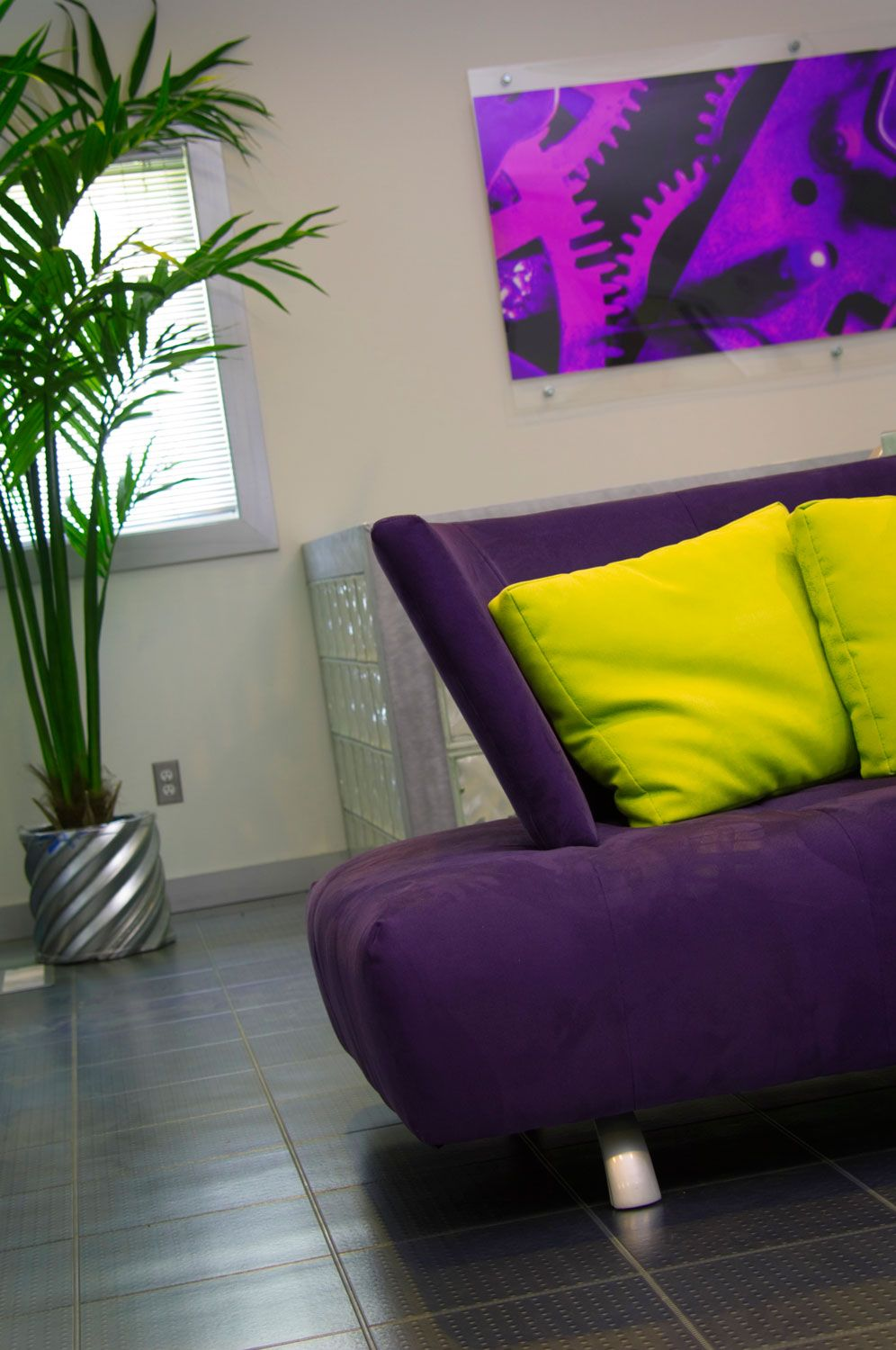 Ideas para combinar un sof morado o lila hogarmania - Combinar colores pared ...
