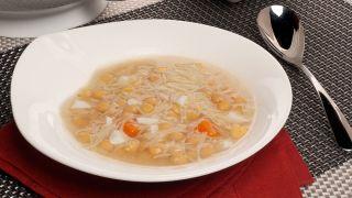 sopa de fideos con legumbres