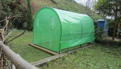 Instalar un invernadero en la huerta hogarmania - Invernadero casero terraza ...