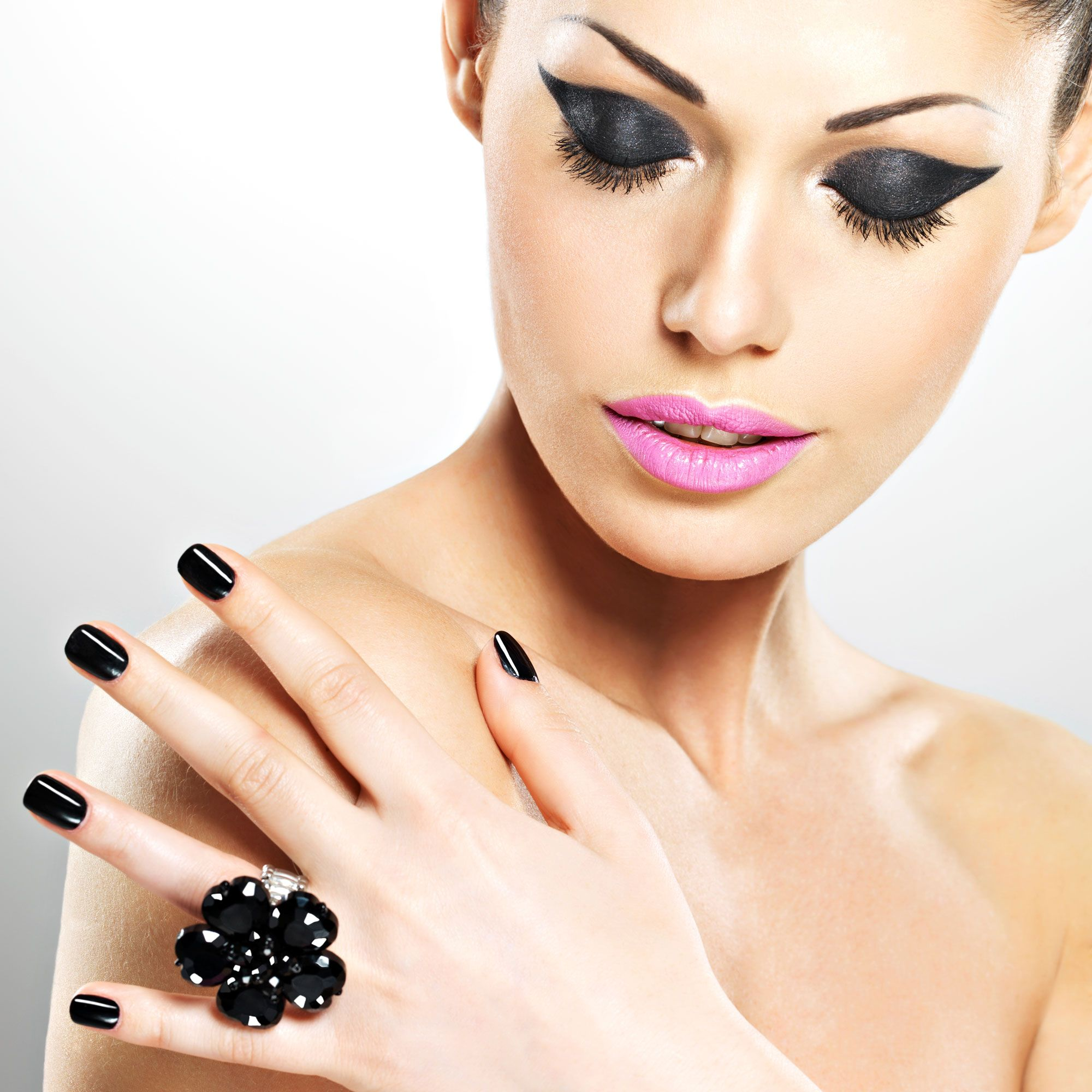 manicura uñas color negro
