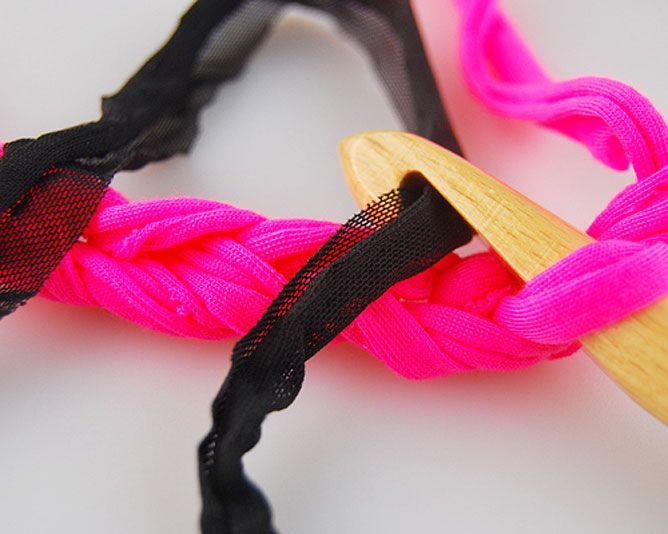 tejer collar de trapillo y algodón con cadenas - paso 3