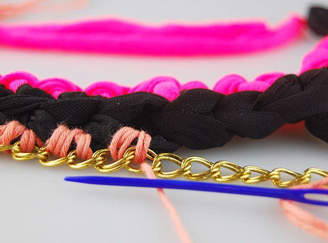tejer collar de trapillo y algodón con cadenas - paso 7