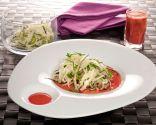 Ensalada de col y pepino con sopa fría de remolacha
