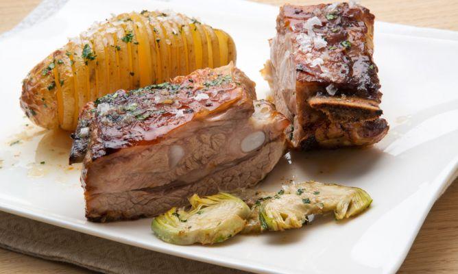 Receta de Costilla asada con patatas y alcachofas salteadas - Karlos Arguiñano