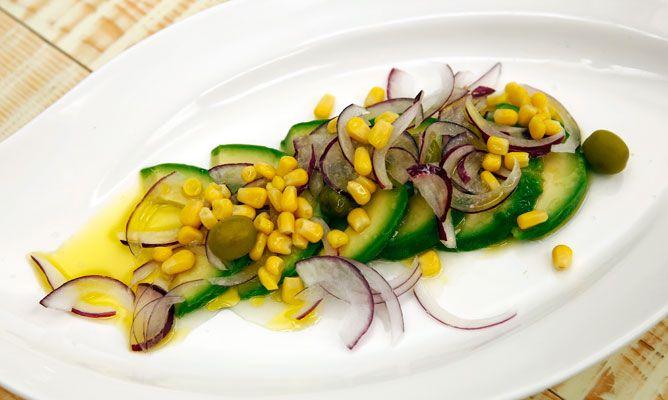 Receta de Ensalada de aguacate, maíz y cebolla roja - Karlos Arguiñano
