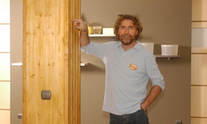 Forrar una columna con un friso de madera bricoman a for Friso madera pared