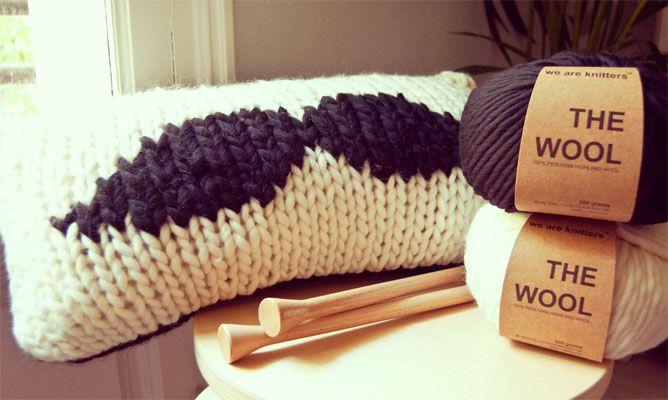 cojín con bigote crochet