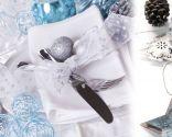 Decoración navideña en azul, blanco y plata
