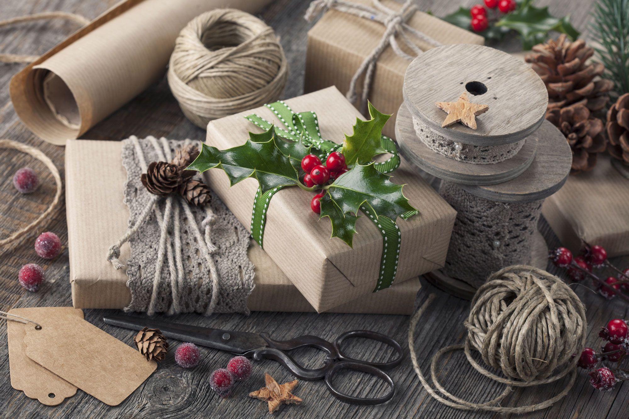 Envoltorios eco para decorar tus regalos de navidad for Decorar regalos