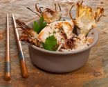 Chipirones con arroz basmati y chips de alcachofa