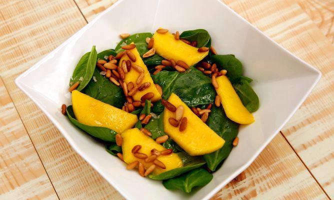 Receta de Ensalada de espinacas y mango - Karlos Arguiñano