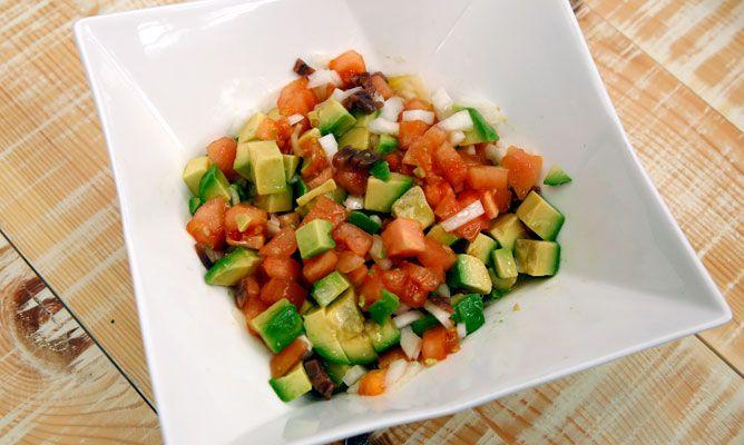 Receta de Ensaladilla de aguacate, tomate y anchoas - Karlos Arguiñano