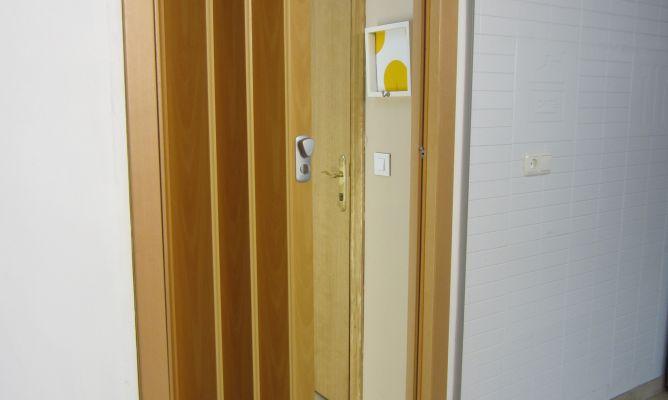 C mo instalar una puerta plegable bricoman a for Como poner una puerta corrediza
