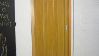 Cómo instalar una puerta plegable
