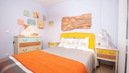 Dormitorio primaveral con colores alegres decogarden - Dormitorios colores calidos ...
