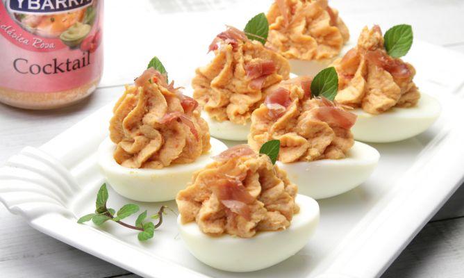 Receta de huevos rellenos de marisco y salsa cocktail hogarmania - Coctel de marisco ingredientes ...