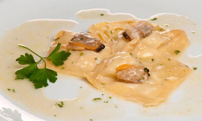 Receta de raviolis de rape con almejas en salsa verde bruno oteiza - Almejas con salsa verde ...