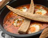Huevos entomatados