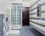 Decorar baño grande en gris azulado