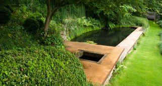 Construir un puente para un estanque bricoman a for Estanques de jardin prefabricados