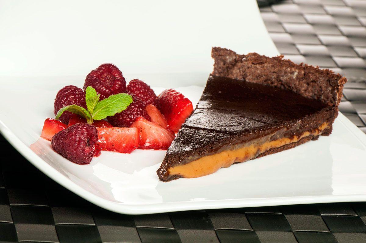 25 postres y tartas para triunfar en San Valentín - Bomba de chocolate y dulce de leche