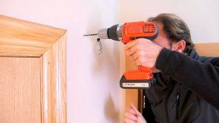 Cómo instalar una luz de emergencia