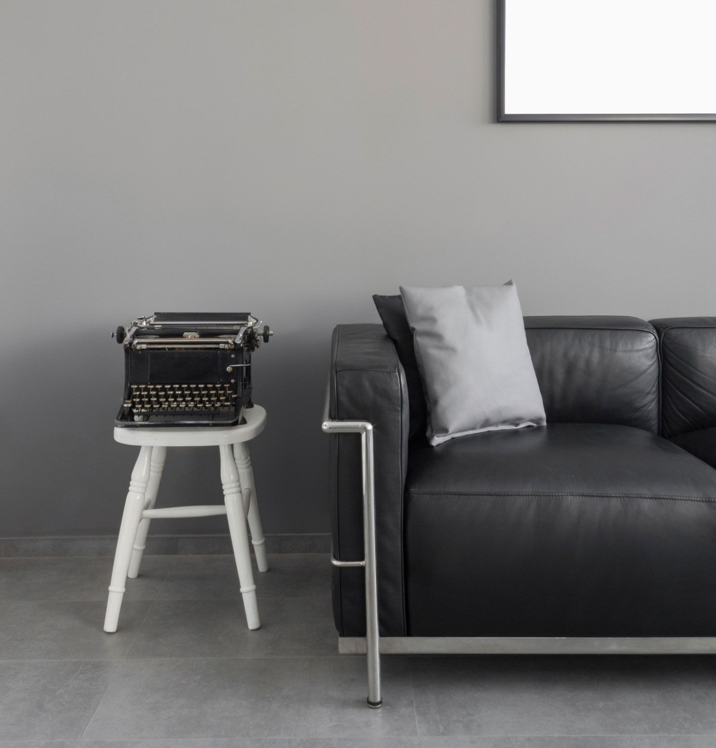 C mo combinar un sof negro hogarmania for Color de sofa para pared gris
