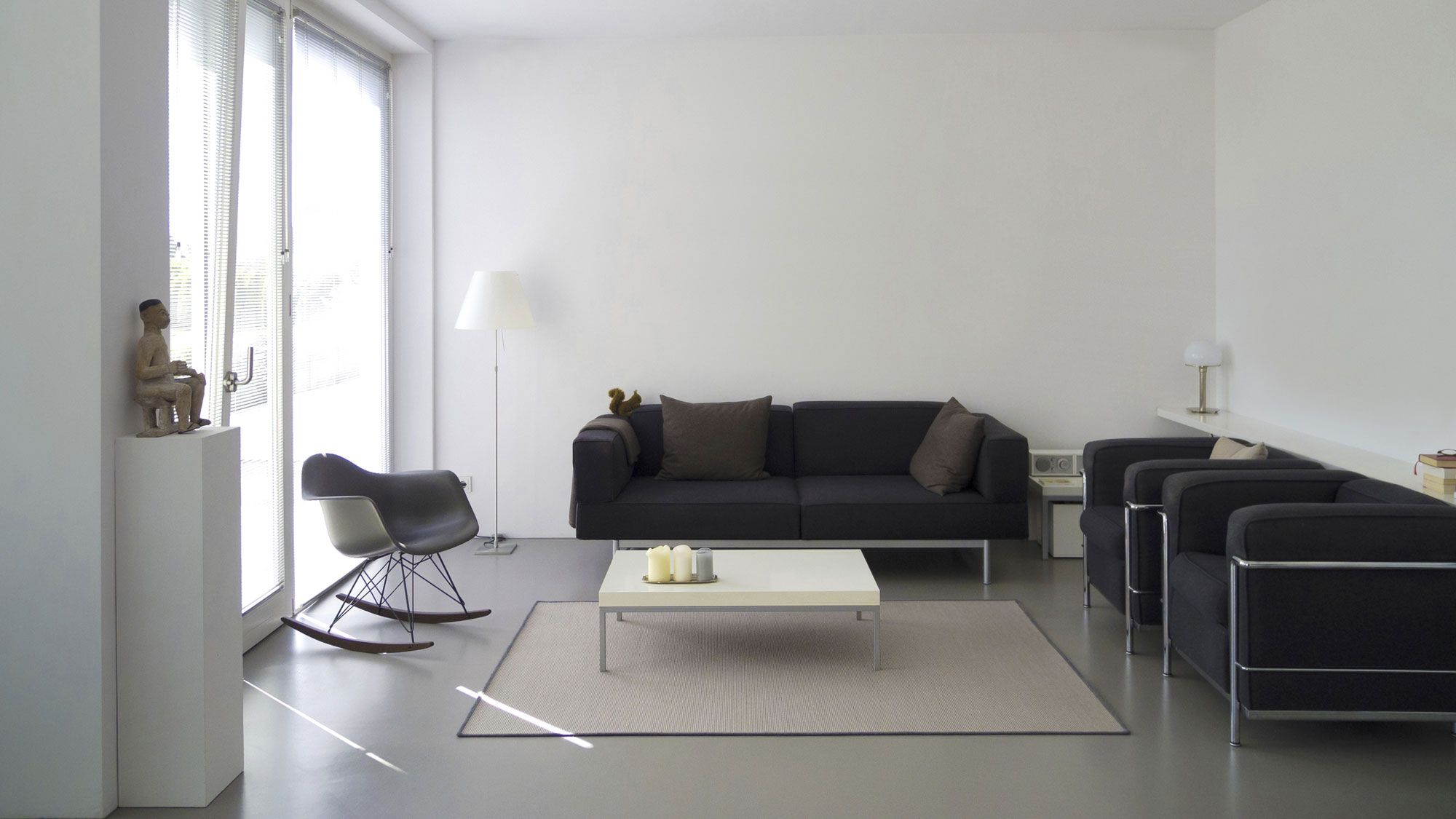 C mo combinar un sof negro hogarmania - Salones con sofa negro ...