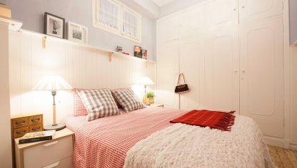 Dormitorio de matrimonio azul y blanco decogarden - Decorar con friso ...