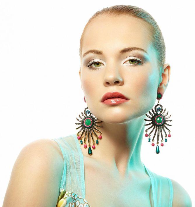 combinar pendientes y maquillaje - look 1