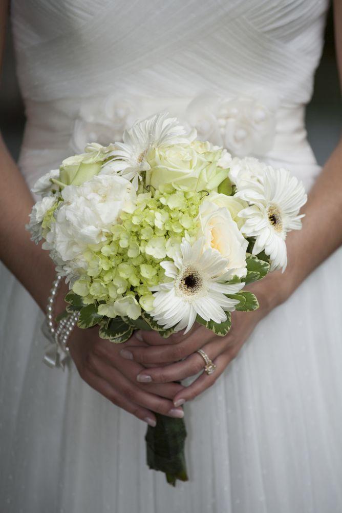 Ramos de novias en tonos blancos