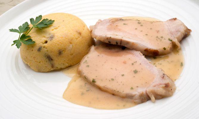 Receta de Lomo a la canela con polenta de manzana y ciruelas - Karlos Arguiñano