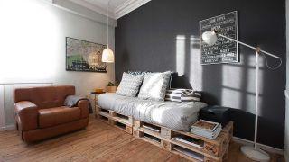 Sala de estilo industrial con palés - Paso 9
