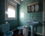 Baño luminoso y práctico