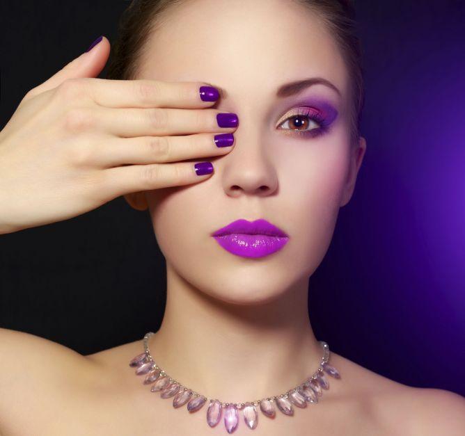 labios manicura morado