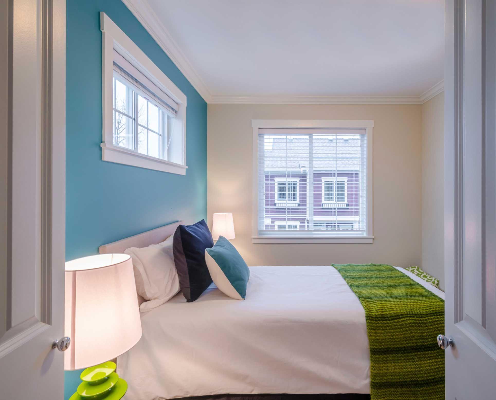 Estores persianas y paneles para la decoraci n de for Ventanas de aluminio con cortina