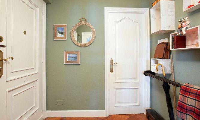 Recibidor luminoso en blanco y verde decogarden - Pintar un recibidor ...