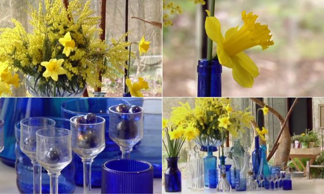 Composición de flores amarillas y vidrios azules
